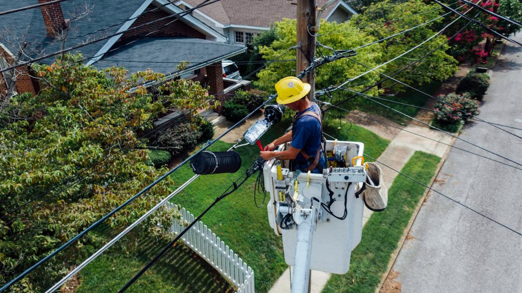 toronto electrician fixing electrical wires